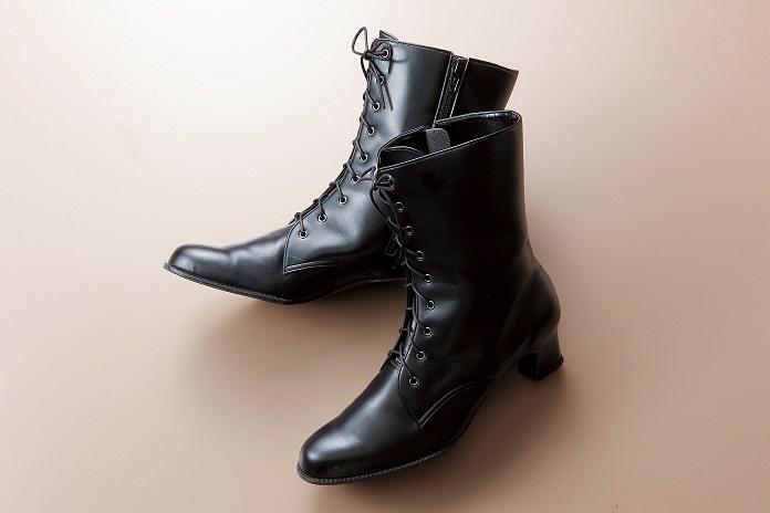 袴姿に合わせる履物_ブーツ