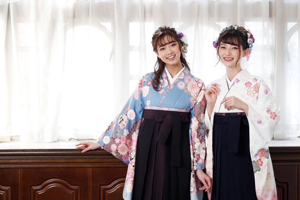 袴姿の女性二人