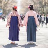 袴姿の女性2人